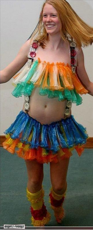 שמלה מקונדומים